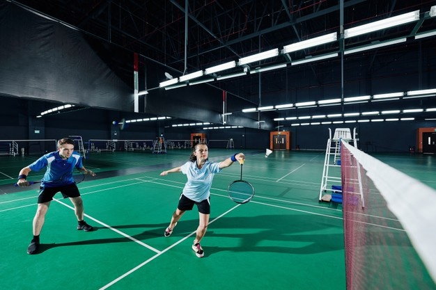 par spiller badminton